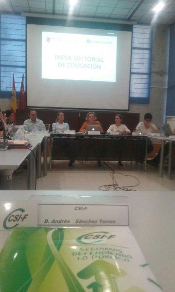 Reunión de la Mesa Sectorial de Educación, en la que se ha abordado la convocatoria de Oposiciones para 2018
