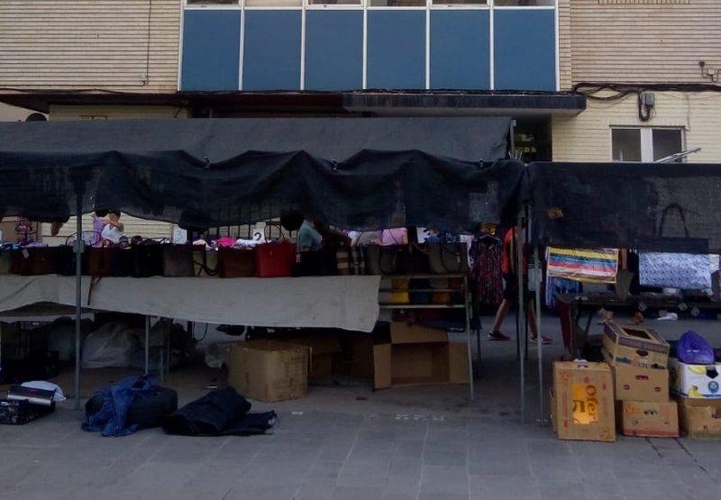 Mercado ambulante ante oficina CAISS Sagunto