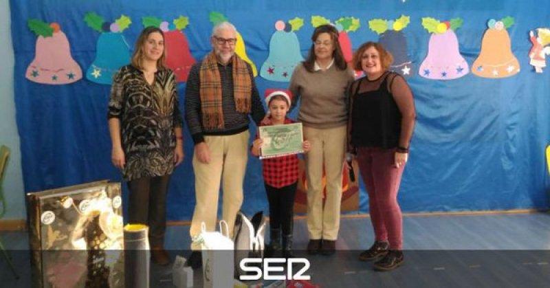 CSIF entrega un premio al colegio Ciudad de Buenos Aires de Palencia en el I Concurso de Postales Navideñas de Castilla y León del sindicato (cadena Ser)