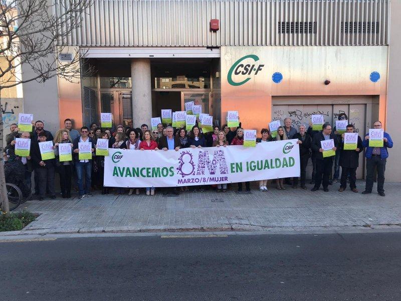 Concentración ante la sede autonómica y provincial de Valencia.