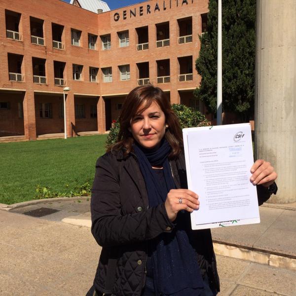 Estela Hontanilla, tras presentar escrito en conselleria de Educación