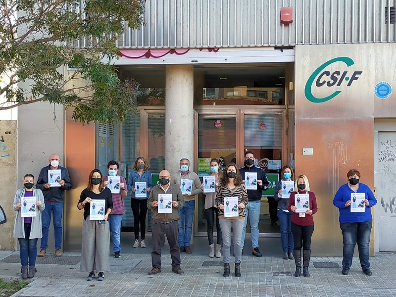Acto por el 25N en la puerta de la sede autonómica de CSIF Comunidad Valenciana
