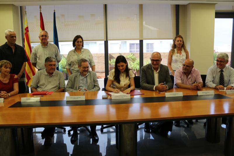 Firma del acuerdo en la mesa de Sanidad.