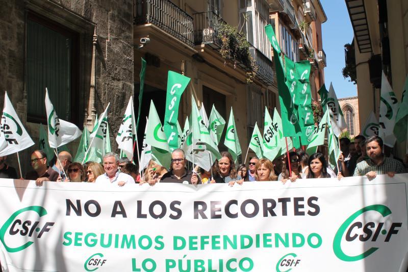 Protesta ante la sede de Conselleria de Hacienda