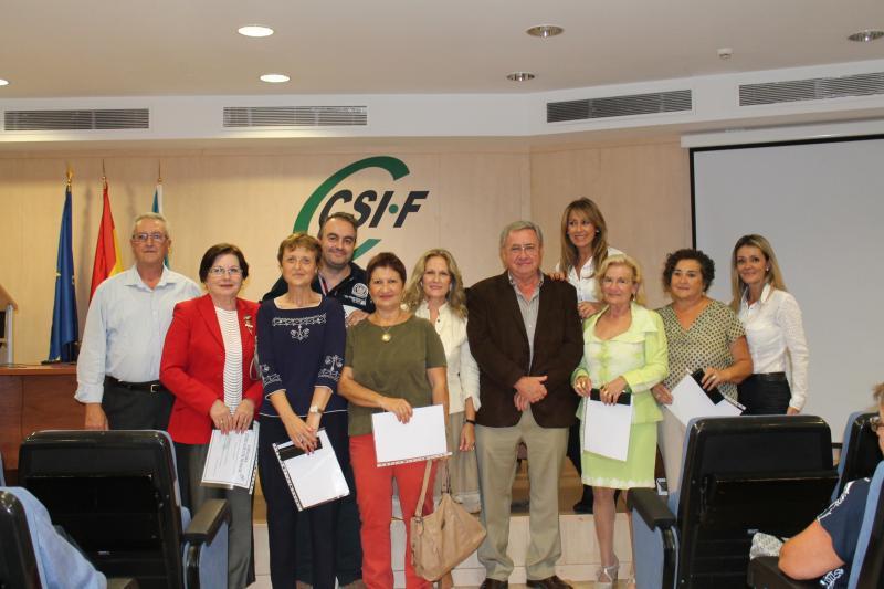 Daniel Matoses y Paula Breñas, con representantes de Justicia y los jubilados de este sector