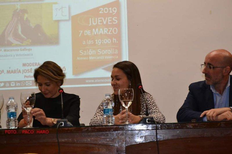 Maite Alcalá, a la izquierda de la imagen