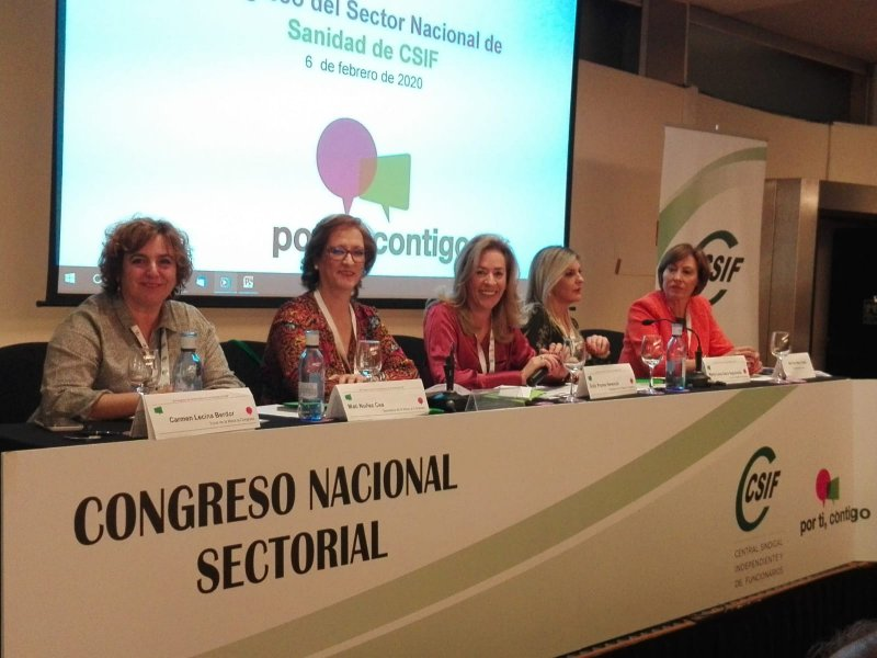 Dolly Prunés, presidiendo congreso sanidad