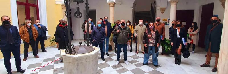 Foto: ElMira.es : Miembros de los sindicatos que componen el comité de empresa del Ayto. de Jerez.