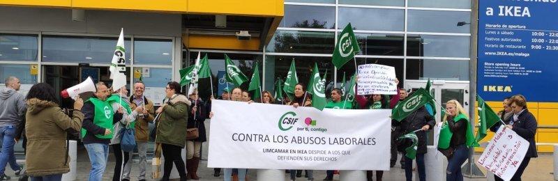 Protesta contra los despidos a las puertas del centro de trabajo, en diciembre de 2019.
