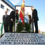 Inauguracón monumento funcionarios IIPP corona de laurel