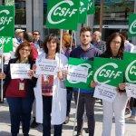 Delegados de CSIF Granada se concentran contra la tardanza en la resolución de las oposiciones al SAS