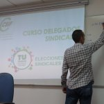 El coordinador nacional de de CSIF de Empresa Privada, Pedro Pove, impartiendo l jornada.