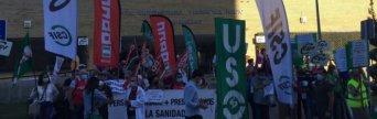 Protesta que ha tenido lugar hoy en el Hospital Virgen del Rocío de Sevilla por este recorte de personal