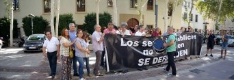 En la imagen, el presidente de la Unión Autonómica de la Central Sindical Independiente y de Funcionarios (CSIF), Juan Miguel López Blanco, junto a  trabajadores y a representantes de organizaciones sindicales de la Región de Murcia
