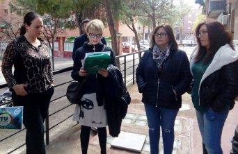 La secretaria de Igualdad y Responsabilidad Social, María Aránzazu Bilbao de Cala, leyendo el manifiesto.