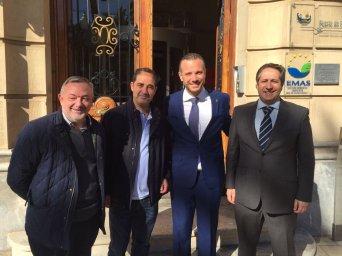 En la imagen (de derecha a izquierda),  López Blanco y Segado, y los  representantes de la sección sindical de Csif en la Autoridad Portuaria