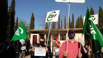 CSIF Granada se concentra en defensa de los derechos del personal laboral que trabaja en el Patronato de la Alhambra