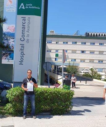Juan Pedro Ruiz, responsable de CSIF Sanidad Málaga, tras registrar la petición en el Hospital Comarcal de la Axarquía.
