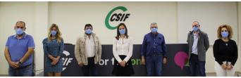 Miembros del equipo de CSIF Málaga junto a la presidenta de APA.