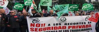Concentración ante el anuncio de recortes en seguridad privada por parte del Ayuntamiento de Granada