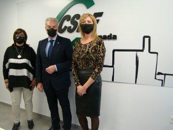 El concejal de Igualdad junto a la presidenta y a la responsable de Igualdad de CSIF Granada