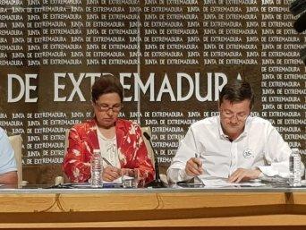 Firma del acuerdo por parte del presidente de CSIF Extremadura
