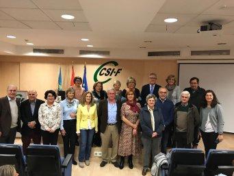Foto de familia de jubilados de Sanidad con con ejecutiva sindicato