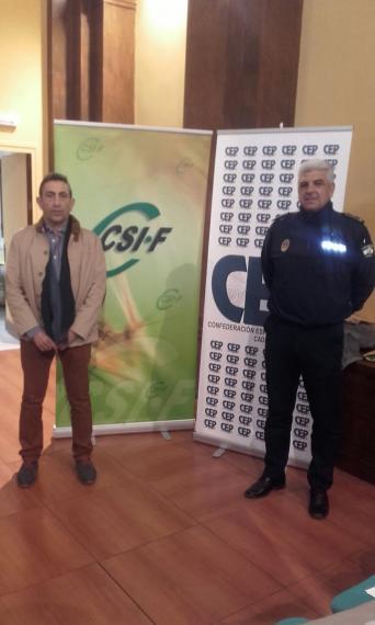 Jornada Ubrique, a la izquierda responsable Área Seguridad Admóm Local Andalucía, Jesús Blandón, a la derecha, Jefe Policía Local Ubrique, José Benítez