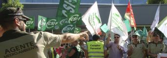 CSIF Granada protesta para exigir el desarrollo de una ley que proteja a los agentes de medio ambiente y celadores forestales