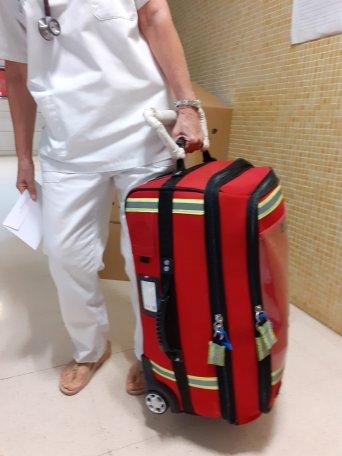 Mochila que arrastran las enfermeras para atención domiciliaria