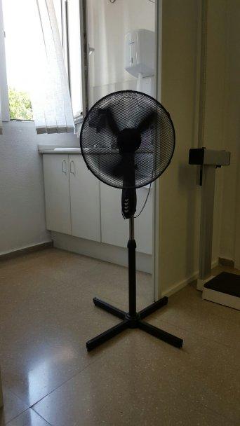 Ventilador en una consulta del centro de salud de Silla