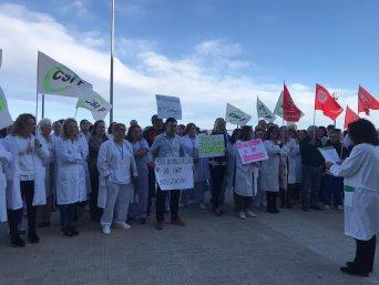 Concentración ante hospital de la Ribera