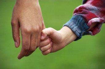 La AEAT abre el cauce para la devolución IRPF de maternidad y paternidad en los casos de mutualismo administrativo