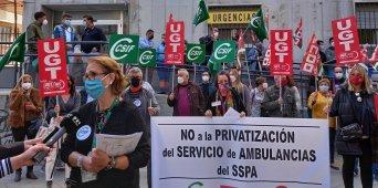 Protesta contra la privatización de las ambulancias en el centro de salud de Gran Capitán