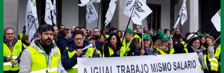 Concentración de CSIF frente a la Delegación de Gobierno en Oviedo