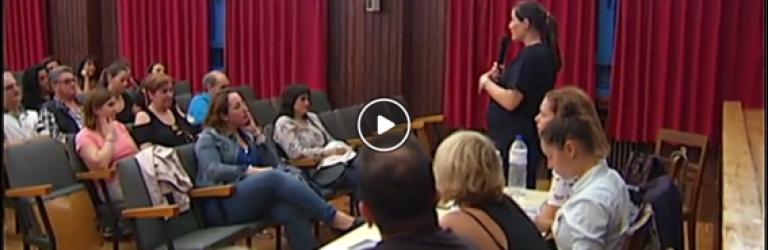 Susana Blanco de CSIF informa a los asistentes de los recortes