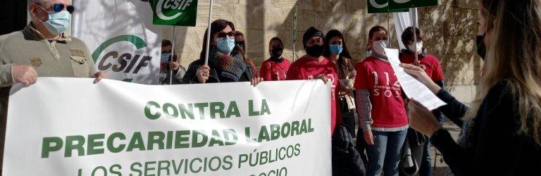 CSIF Granada protesta contra la precariedad que sufren los trabajadores del servicio de emergencias 112 en la provincia