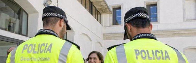 CSIF denuncia que Ada Colau avisa a los manteros de las intervenciones policiales.