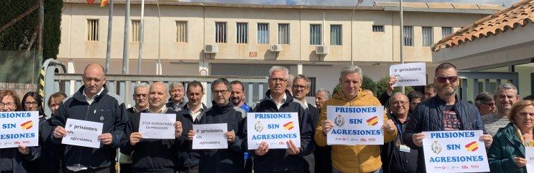 Trabajadores de prisiones, el 20 de marzo, a las puertas de la prisión de Albocàsser.